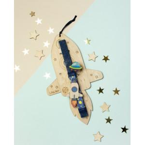 LifeLikes: Λαμπάδα με κρεμαστό διακοσμητικό Διαστημόπλοιο 04.21.00.605.1828
