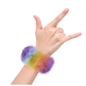 Watchitude: Λουράκι γουνάκι τύπου σλαπ Rainbow Stripes - Fuzzd x WTD-121