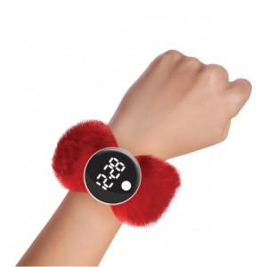 Watchitude: Ψηφιακό ρολόϊ τύπου σλαπ με λουράκι γουνάκι Cherry Berry WTD-189