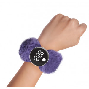 Watchitude: Ψηφιακό ρολόϊ τύπου σλαπ με λουράκι γουνάκι Grape Jelly WTD-190
